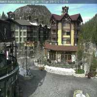 Mammoth Mountain Village Webcam - Mammoth Lakes, CA